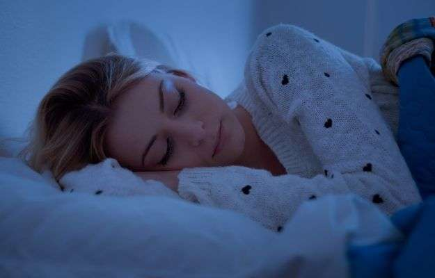 Girl sleeping soundly at night in her bed - Long Life Tips Sleep