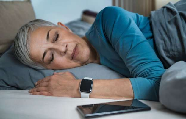 Using-Smart-Phone-&-Smart-Watch-to-Improve-Sleeping-Habits